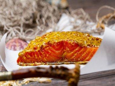 Stremellachs mit Honig-Senf Haube 200g